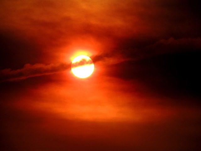 Efectos-perjudiciales-del-sol-en-los-ojos-4771338.jpg